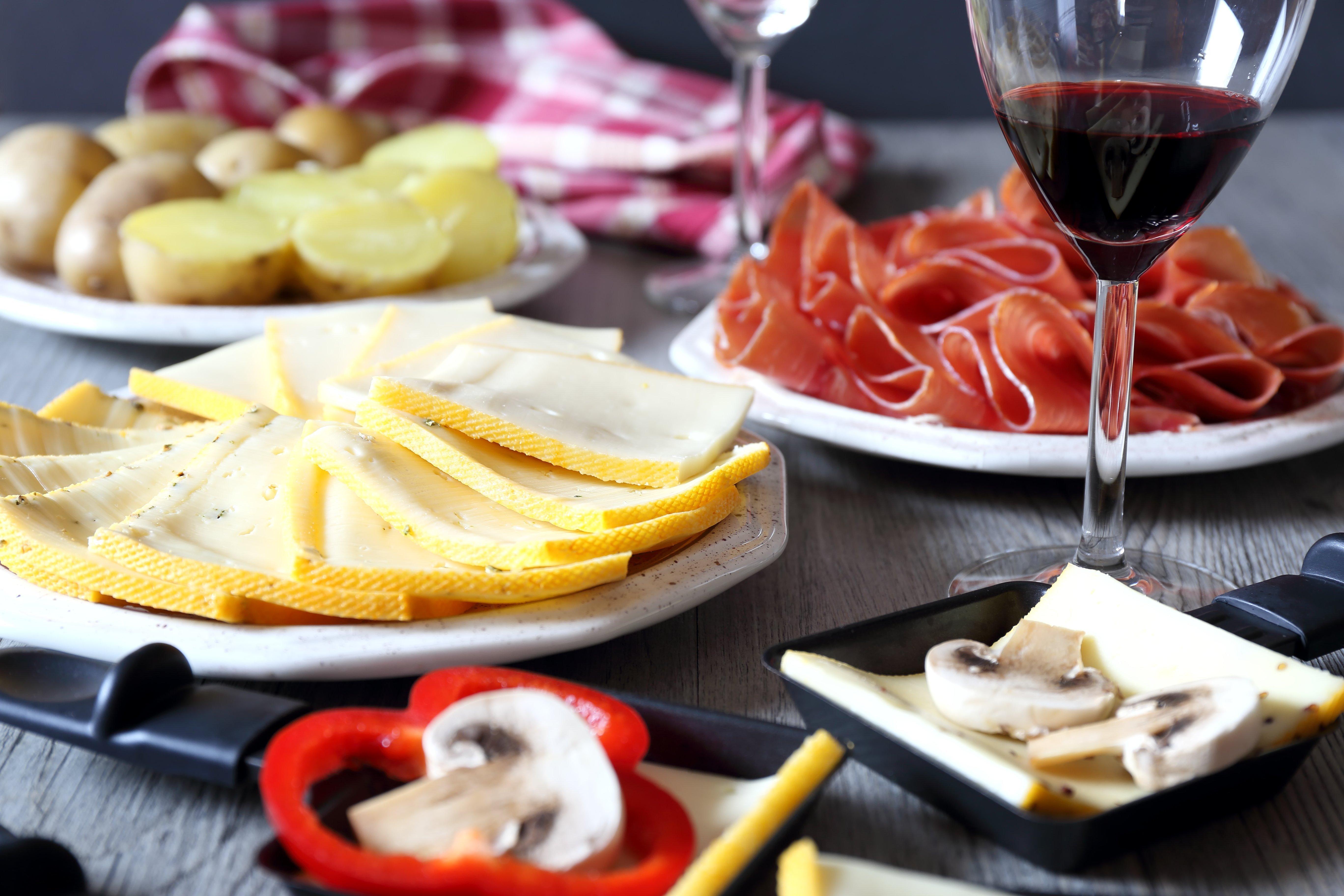 Quel vin rouge servir avec la raclette ? 2