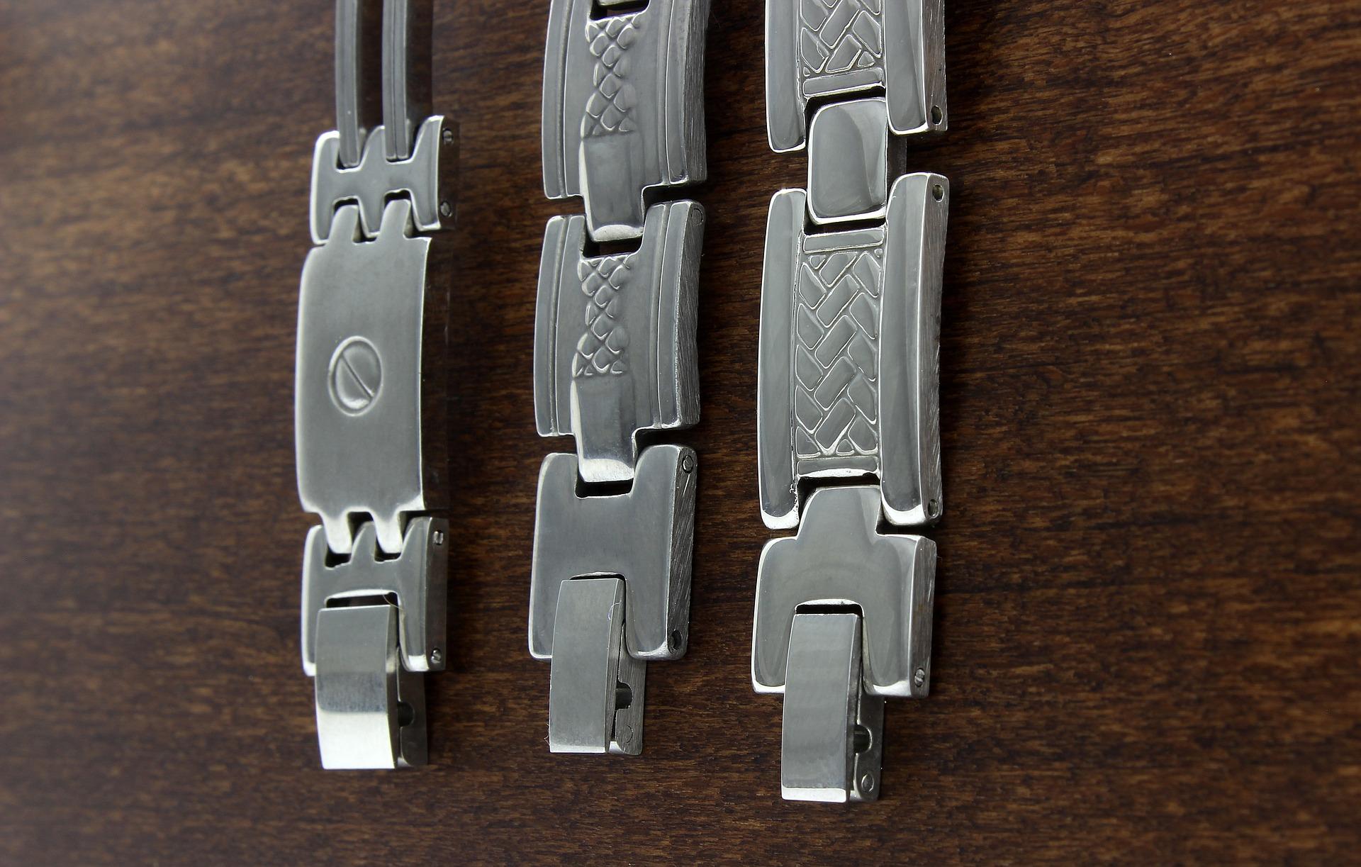 Les bijoux en acier en vogue 1