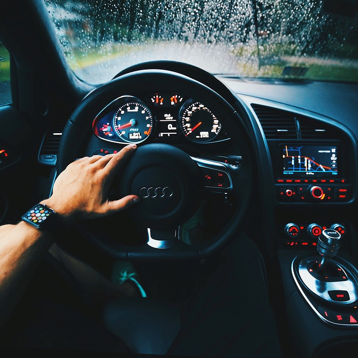 Adressez vous à un garage auto pour en savoir plus sur la voiture sans permis 2